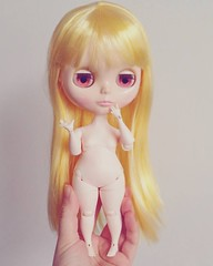 Bulbi Blythe (aneemal) Tags: blythe blythedoll custom blythecustom customblythe ooak doll ooakblythe customiser customizer customising customizing hybrid body resin bjd jointed balljointed balljointeddoll articulated toy arttoy art designer design dollmaking dollmaker artdoll