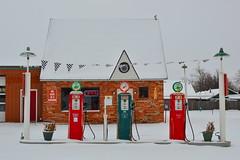 Snow in Oklahoma (radargeek) Tags: phillips gas station mustang oklahoma ok mustangtirelube sinclair snow weather 2017 january