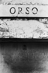 AA033 (Terry Christian Photo) Tags: nikon nikonf2 nikonf2photomic photomic kodak trix trix400 hc110 neworleans stlouiscemetery3 cemetery grave vault tomb ruin stone marble