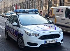 Police Paris - TV PS (Arthur Lombard) Tags: police policedepartment policecar ford fordfocus led bleu bluelight gyrophare gyroled lightbar policenationale paris nikon nikond7200 emergency france 911 999 112 17