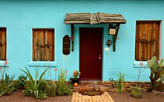 #104/100 - Turquoise - 117 Pictures in 2017 (Krasivaya Liza) Tags: 104 104100 turquoise adobe house tucson az arizona barrio historico cottage 117picturesin2017 southwest south west mexican influence colorful houses viejo historical neighborhood western 117 pictures 2017 challenge photo photography