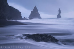 iceland twilight vik bluehour blacksandbeach vikbeach... (Photo: terenceleezy on Flickr)