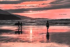 Se acab el da (Jabi Artaraz) Tags: mar surf playa arena paseo zb olas surfista euskoflickr superaplus aplusphoto jartaraz ltimosrayos