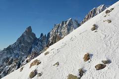 Discesa - Downhill. (sinetempore) Tags: discesa downhill alpi alps montebianco montblanc neve snow montagne mountains cima altezza altitudine height top courmayeur