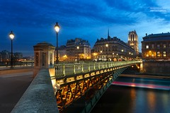 Pont d'Arcole & Cathédrale Notre-Dame de Paris (www.fromentinjulien.com) Tags: fromus75 fromus fromentinjulien fromentin flickr view exposure shot hdr dri manual blending digital raw photography photo art photoshop lightroom photomatix french francais light traitements effets effects world europe france paris parisien parisian capitale capital ville city town città cuida colocación monument history 2017 photographe photographer dslr eos canon 6d fullframe full frame ff 2470mm 2470 canonef2470mmf28l canon2470mmf28 urban travel architecture cityscape poselongue longexposure street pont bridge arcole cathedrale cathedral notredame seine