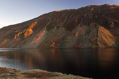 Evening light on Illgill Head (kailhen) Tags: screes wasdale wastwater illgill evening light sunset cumbria lakedistrict lake national park nationalpark water fell fells reflection reflections