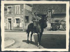 Archiv A384 Soldat mit Ross (Hans-Michael Tappen) Tags: horse boys soldier uniform thirdreich reiter oldtimer pferd soldat wehrmacht nazigermany drittesreich archivhansmichaeltappen