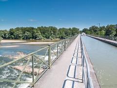 Pont canal du Guetin (rtnikyo) Tags: bridge boat canal pont bateau loire écluse ouvrage