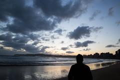 ¿Conoces Los Sueños de Aquellos Que Buscan la Luz Del Sol en Cada Amanecer? ¿Conoces Tus Sueños? (Do You Know The Dreams of Those Who Seek The Sunshine in Every Dawn? Do You Know Your Dreams?) (Dibus y Deabus) Tags: sea sky españa naturaleza sun sol beach nature clouds sunrise canon person persona dawn mar reflex spain gijón asturias playa amanecer sueños cielo nubes dreams dslr gijon 6d playadesanlorenzo canon6d asturiasparaisonatural sanlorenzosbeach