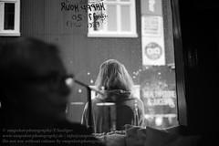 Reykjavik (Agentur snapshot-photography) Tags: bar bevölkerung blackwhite bw café effekt frau frauen freizeit gastronomie iceland island kneipe leisure personen recreational restaurant reykjavik rückenansicht schwarzweiss sw isl