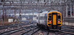 158752 Leeds 23/12/2016 (Flash_3939) Tags: 158752 class158 dmu dieselmultipleunit arrivarailnorth northern new livery refurbished white leeds 2u36 lds station wydr rail railway train uk december 2016