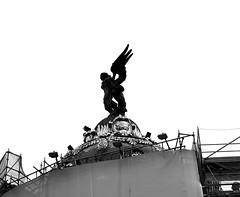 Victoria Alada (Miguel Angel Prieto Ciudad) Tags: coches madrid city urban architecture cityscape building black white monochrome spain sculpture wing victoria winged victory