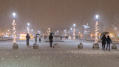 Weihnachtliches Nikšić (rolibin) Tags: trgslobode nikšić weihnachten neujahr novagodina montenegro crnagora schnee schneefall nachtaufnahme nightshot christmas newyear snow snowfall christmaslights weihnachtslichter weihnachtsbeleuchtung