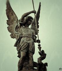 Anglų lietuvių žodynas. Žodis archangel reiškia n arkangelas lietuviškai.