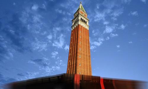 "Torres legendarias / Faros, minaretes, campanarios, rascacielos • <a style=""font-size:0.8em;"" href=""http://www.flickr.com/photos/30735181@N00/31722251493/"" target=""_blank"">View on Flickr</a>"