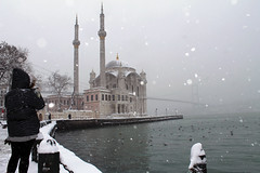 Ortaköy Mosque (hacky_Am) Tags: istanbul ortaköy snow winter kar schnee türkei turkey türkiye people water seaside cold moschee camii