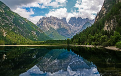 Bergwelten-Dolomiten (b.stanni) Tags: summer lake mountains reflection nature water berg clouds landscape see licht wasser outdoor sommer natur wolken lakeside berge mount landschaft wandern