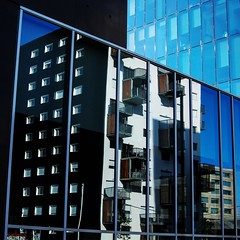 Rennes, La Courrouze (Les 3 couleurs) Tags: reflection architecture square reflets rennes immeuble carr lacourrouze