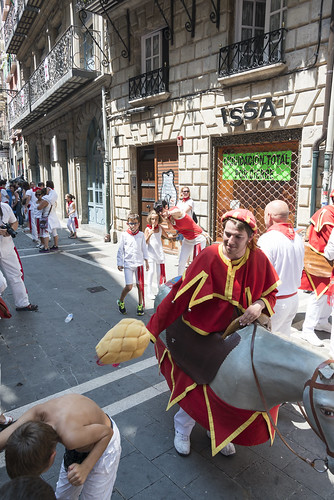 """SAN FERMIN 2015 14 • <a style=""""font-size:0.8em;"""" href=""""http://www.flickr.com/photos/39020941@N05/19506844989/"""" target=""""_blank"""">View on Flickr</a>"""