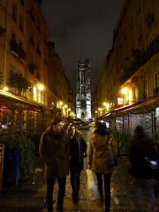 Tour Saint-Jacques (Toni Kaarttinen) Tags: woman man paris france tower night lights evening frankreich tour frana frankrijk prizs francia iledefrance parijs parisian pars  parigi saintjacques frankrike  pary   francja ranska pariisi  toursaintjacques franciaorszg  francio parizo  frana
