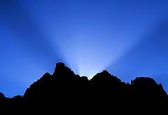 En-lightened before the light (Robyn Hooz) Tags: dolomiti sunrise alba raggi rays dark nero scuro silhouette montagna mountain peaks cime blue azzurro