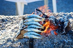 Fish (Kym.) Tags: almuñécar andalucía andalusia cooking day3 fire fish flame food grill sardine somebodyelseskitchen spain