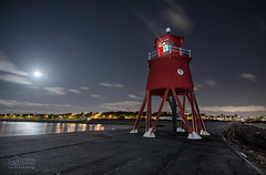 Moonlit Harbour, South Shields (solidtext) Tags: red moon lighthouse night tyne moonlit southshields groyne rivertyne