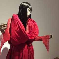 「山口小夜子 未来を着る人」展にて。 アングル変えてもう一枚。 #山口小夜子 #SAYOKO #黒髪 #資生堂 #山本寛斎