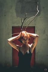 HTN - MI (179) (Monick Miranda Ibrahim) Tags: model ruiva beauty lights modern art actress beautiful magra perfect mkhtnproject photography design moda arte