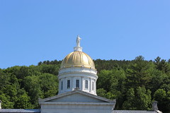 Dome of Vermont State House, located in Montpelier (pegase1972) Tags: flowers usa us vermont unitedstates newengland parliament shutter vt montpelier statehouse licensed tatsunis