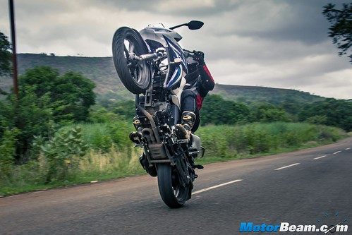 2015-Yamaha-Fazer-V2-2
