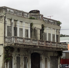 Past redemption? (boeckli) Tags: windows building grey closed balcony balkon fenster dirty newcaledonia gebude delapidated noumea