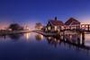 (Raúl Podadera Sanz) Tags: zaanse paisesbajos holland holanda ice hielo amanecer sunrise cristal hour blue bluehoru horaazul house little casita city amsterdam lake river wow
