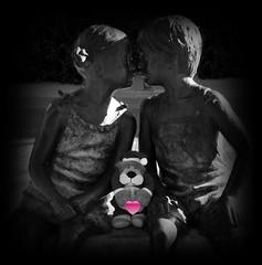 Mis mejores deseos , amigos de Flickr !!! (Caty V. mazarias antoranz) Tags: feliz2017 2017 felizañonuevo mismejoresdeseos happynewyear happy2017 amigos bromas españa extraño friends greetings hola happyday humor hello hi inspain juegos kisses libertad muñecos noalaviolencia risas spain tolerancia jugandoconlafotografía vida niños infancia educación respeto love amor besos caricias abrazos niñosyniñas niñasyniños