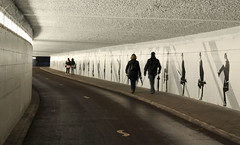 pedestrian tunnel Eindhoven (jan_vrouwe) Tags: pedestrian tunnel eindhoven pedestriantunnel glow light lightfestival festival hikers