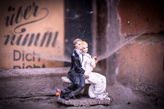 übernimm Dich nicht (graser.robert) Tags: chillout chill out weekend spiderweb wedding couple spiderwebs old abandonded robertgraser photo artist germany 2016 nikon d7100 35mm 18