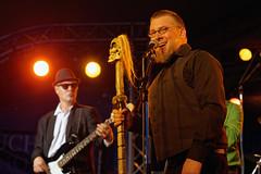 Mucho Mojo (mattrkeyworth) Tags: people zeiss würzburg musicfestival musikfest umsonstunddraussen sal85f14z muchomojo planart1485 udwue laea3 sonya7r udwue2015