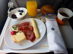 201507013 LH96 FRA-MUC breakfast (taigatrommelchen) Tags: food breakfast airplane inflight business explore meal lufthansa dlh a320200 flyingmeals framuc daizp lh96 20150727