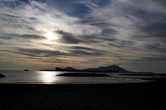 On a island... (modestino68) Tags: isole islands tramonto sunset spiaggia beach onde waves gente people mare sea cielo sky nuvole clouds riflessi reflects davidgilmour