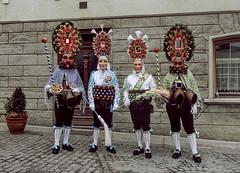 Imst, Roller und Scheller (siegele) Tags: fastnacht fasnacht fasching karneval carnevale carnaval scheller roller kehrer spritzer sackner bären hexen sänger bärenkampf imst schemenlaufen labara kübelmaje vogelhändler kaminer ruasler ausrufer korbwaible laggescheller laggeroller tirol österreich altfrankspritzer