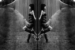 Die 2 Seiten einer Medaille (One-Basic-Of-Art) Tags: people human mensch menschen weib weibchen frau woman female girl girls sexy sex nude schwarz weis wis weiss black white noir blanc bw sw fotografie photography vintage old art antik artwork canon canonixus canonixus500hs photo photos rahmen foto fotos woyand annewoyand 1basicofart onebasicofart oboa