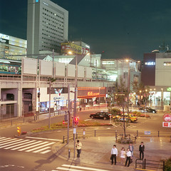 Tokyo at Night III (__stuart__) Tags: kodakportra400 hasselblad500 hasselblad japan film analog analogue kodak 503cx 500 carlzeissplanar2880t carlzeissplanar2880t✻ carlzeissplanar28t✻ carl zeiss planar 80mm 2880 printfilm c41 night urban