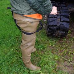 Chameau-oliv-Baustelle2866.B (Kanalgummi) Tags: sewer exploration rubber waders chestwaders wathose worker égoutier kanalarbeiter bomber jacket bomberjacke