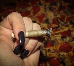 Nothing says Friday night at @VapeOnTheLake like pizza & doobies! PLUS, we've got the highlarious Chris Robinson hosting Dazed & Amused tonight at 930! Come hang & smoke & laugh, Toronto! 🍕🍕🍕 #VapeOnTheLake 18+ byoBUD $5 @VapeOnTheLake # (tweedledoob) Tags: cannabis medival marijuana canadian stoners high times weed marihuana ganja joints tweedledoob