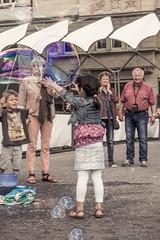 Bubbles make happy (Ruth Lueth) Tags: street city people children child hamburg streetphotography kind bubble seifenblasen spas