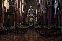 Time to pray (♫♪♭Enricodot ♫♪♭ an apple a day....) Tags: enricodot church sanpetronio bologna monumenti bellitalia chiesa 50mm14 canon