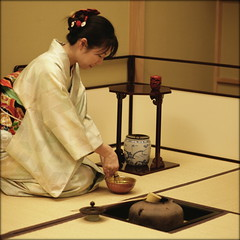 tea time in japan (piktorio) Tags: berlin germany tea ceremony japan workshop museum girl kimono japnese culture greentea piktorio