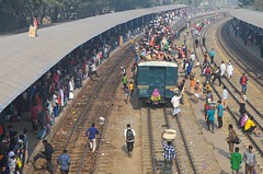Journey by train! (ashik mahmud 1847) Tags: bangladesh muslims train people group gathering line railwaystation airportrailstation pattern curve light busylife d5100 nikkor ngc
