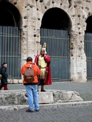 Coisas do mundo moderno (fernanda vieira) Tags: rome roma viagem contradiction gladiador
