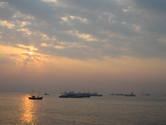 Ferry Wharf 046 (Sanjay Shetty) Tags: india fish ferry fishermen wharf mumbai bhaucha dhakka